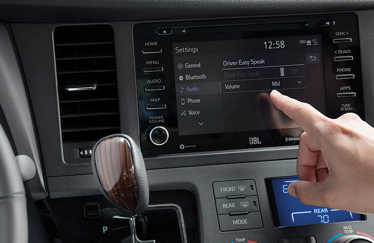 2020 Toyota Sienna high-resolution 7-inch touchscreen display